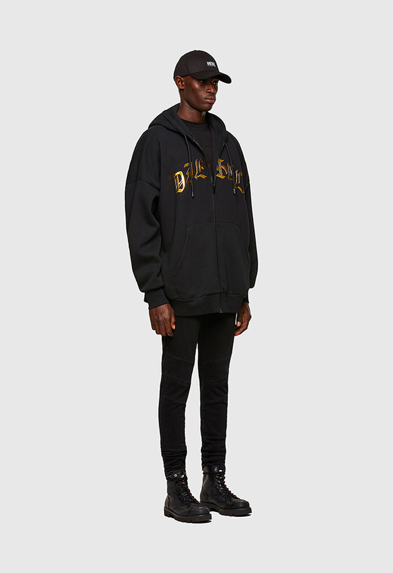 https://lu.diesel.com/dw/image/v2/BBLG_PRD/on/demandware.static/-/Library-Sites-DieselMFSharedLibrary/default/dw9ca0dc9c/CATEGORYOV/2x2_s-oxi_sweatshirt_holiday-launch_A01821_0KAZW_9XX_C.jpg?sw=1272&sh=1854