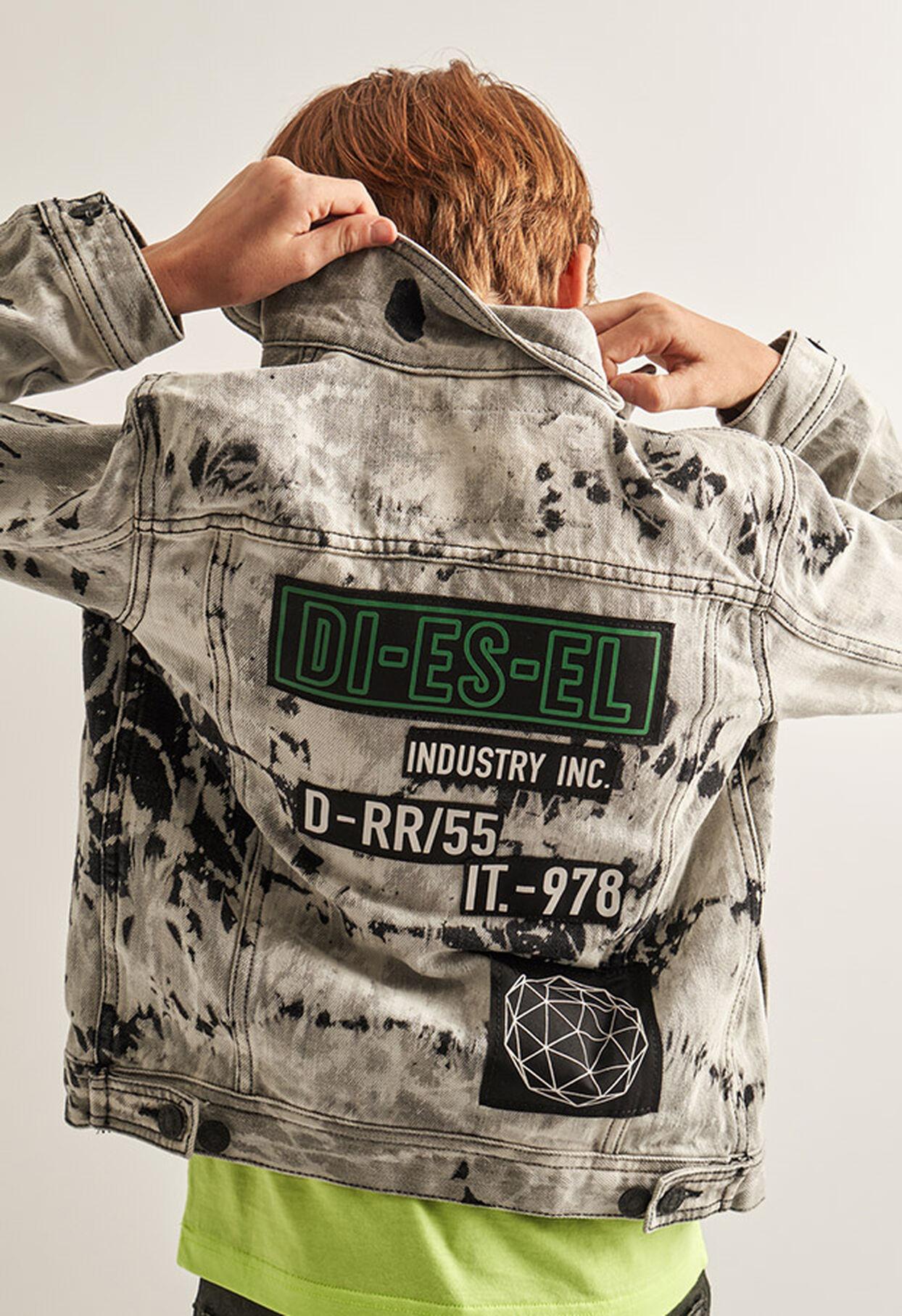 https://lu.diesel.com/dw/image/v2/BBLG_PRD/on/demandware.static/-/Library-Sites-DieselMFSharedLibrary/default/dw9fd09078/CATEGORYOV/2x2_90.jpg?sw=1244&sh=1814