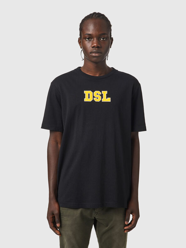 https://lu.diesel.com/dw/image/v2/BBLG_PRD/on/demandware.static/-/Sites-diesel-master-catalog/default/dw6c5fd00a/images/large/A03507_0QCAH_9XX_O.jpg?sw=594&sh=792